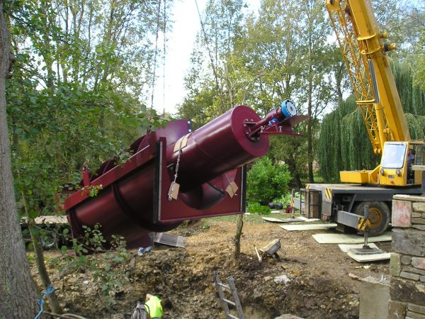 Lifting hydro turbine